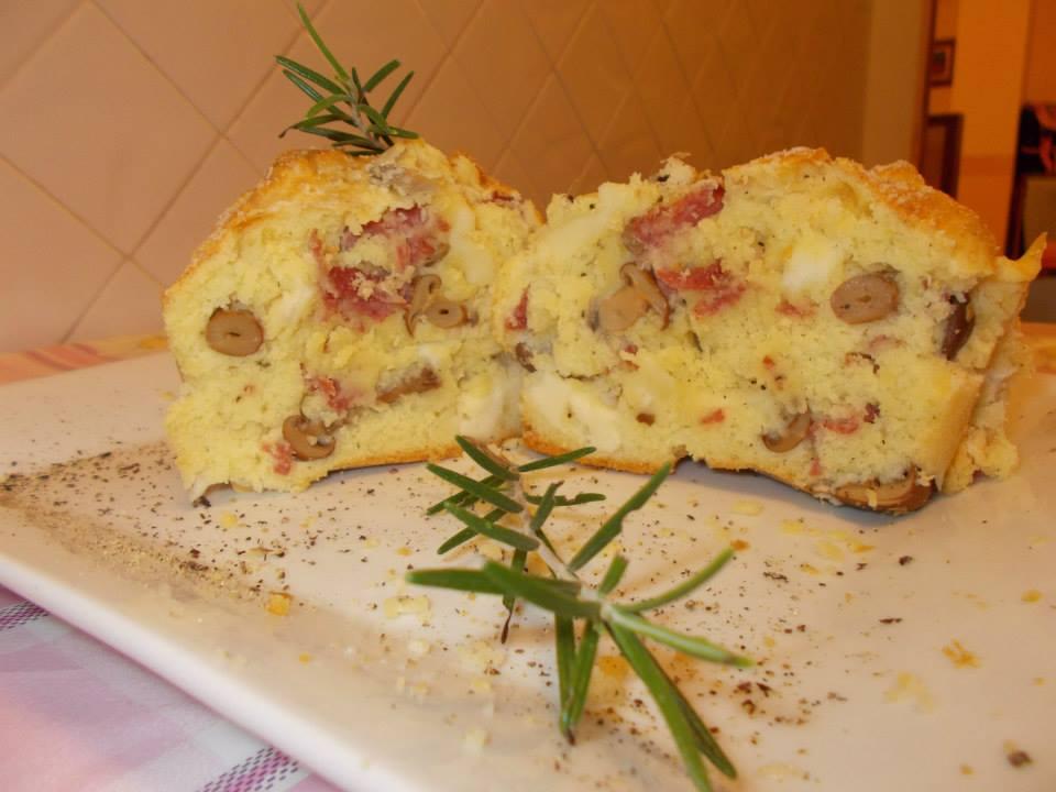 Plumcake salato con salame,provolone piccante e funghi sott'olio