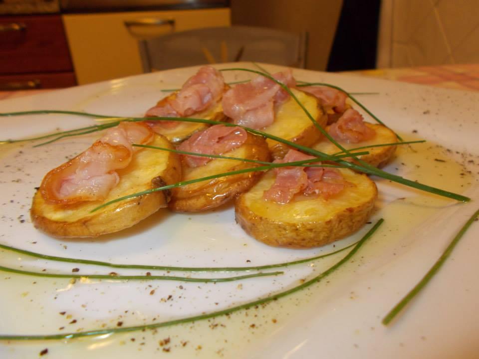 Patate rustiche con pancetta croccante