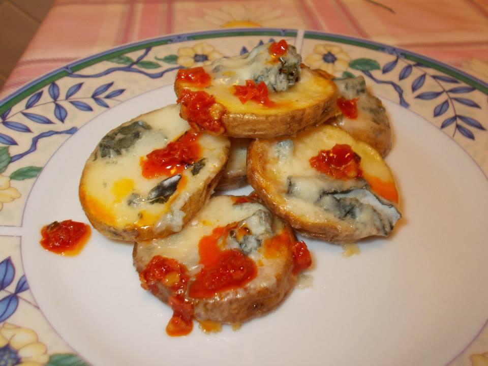 Patate rustiche piccanti con gorgonzola